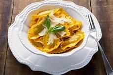 ravioli di zucca alla mantovana ricetta dei tortelli di zucca con taleggio dop i ravioli