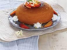 zuccotto con crema pasticcera zuccotto alla crema pasticcera e pesche ricetta pasticceria ricette idee alimentari