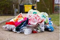 erde im wald entsorgen wie plastikm 252 ll unser leben 252 berschwemmt nabu