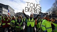 Quot Gilets Jaunes Quot Les Fran 231 Ais Soutiennent Le Mouvement