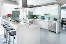 glossy kitchen cabinets advantages of high gloss kitchen cabinets