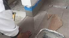 fliesen verlegen boden begehbare dusche