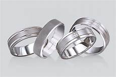mens wedding ring buying guide view our exclusive rings