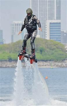voler sur l eau 94442 ils volent au dessus de l eau la croix