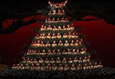 the singing trees returns with display of