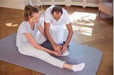 Hüftschmerzen Beim Sitzen - h 252 ftschmerzen tipps und 220 bungen f 252 r zuhause
