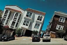 Rue En Pente De San Francisco Les Maisons Semblent