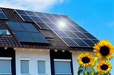 solaranlagen auf dem dach gefahren und photovoltaik funktionsweise pv anlage solarmodule