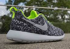 nike s roshe run print cool grey volt