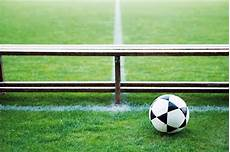 panchina di calcio l accusa di un genitore quot giocano i figli di chi paga gli