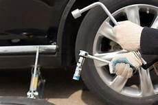 fabriquer une equilibreuse pour roue de voiture tuto comment changer une roue de voiture tiregom