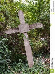 vieille croix en bois photos libres de droits image