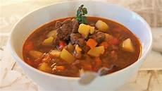 Rezept Für Gulaschsuppe - deftige gulaschsuppe nicht nur f 252 r silvester