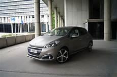 208 ou clio clio peugeot 208 ou 3008 citro 235 n c3 le top 10 des voitures les plus vendues en en