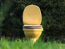toilette reinigen ablagerungen ablagerung im klo urinstein entfernen in toilette toiletten toiletten reinigen und ablagerung