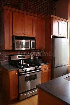 armadietti cucina stufa nera degli armadietti di legno della cucina