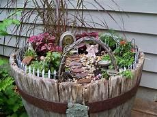 Gartendeko Aus Holz Weinfass 15 Kreative Ideen F 252 Rs Alte