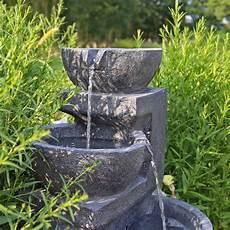 solarspringbrunnen mit akku led beleuchtung solarbrunnen