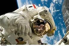 Astronot Pengertian Astronot Gambar Astronot Luar