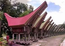 Rumah Adat Tongkonan Sulawesi Selatan Negeri Seribu Pulau