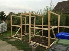 Der Aufbau Des Selbst Gebauten Kaminholzunterstand Holz