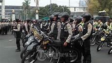 Polisi Bersenjata Lengkap Siaga Amankan Unjuk Rasa Guru