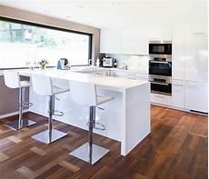 Küche Weiß Modern - moderne hochglanz k 252 che in wei 223 mit miele ger 228 ten