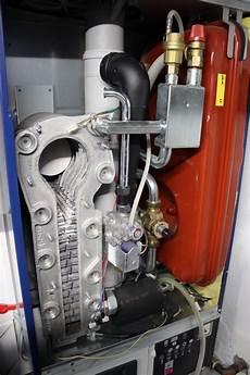 wartung gasheizung was wird gemacht brennwerttherme wartung eckventil waschmaschine