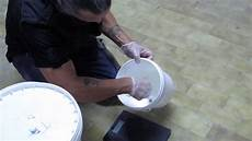 corsi per pavimenti in resina tutorial pavimento in resina spatolata grigio cemento
