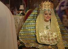 les 7 plus belles tenues traditionnelles de la mari 233 e