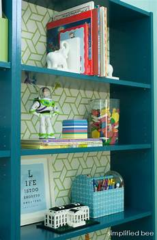 ikea billy regal streichen painted billy bookcase with cool wallpaper backing via