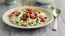 Mediterrane Diät Rezepte - reissalat mit curry joghurt dressing roter bete tomaten