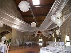 decoration salle de mariage plafond pack d 233 cor plafond en organza avec ballon explosif