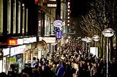 late night shopping stuttgart bis sp 228 t in die nacht konnte am samstagabend in der
