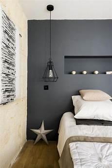 couleur deco chambre chambre zen et cocooning avec mur peint en noir chambre