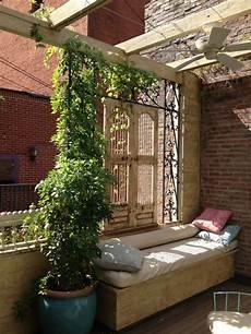 natürlicher sichtschutz balkon terrassen sichtschutz mit pflanzen neugierige blicke