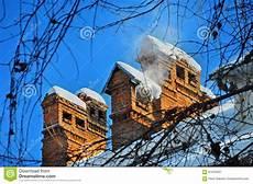 Malvorlage Haus Mit Schnee Altes Haus Der Kamine Mit Schnee Stockbild Bild