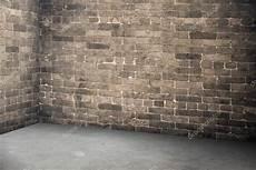 pavimenti stati in cemento prezzi muro di mattoni vuoto e pavimento in cemento interno in