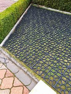 betonplatten auf rasen verlegen rasengitter aus kunststoff ohne unterbau direkt auf den