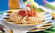 Spaghetti Mit Gemüse - spaghetti mit gem 252 se tomatensauce und basilikum rezept