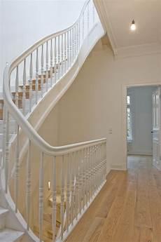 treppenhaus im altbau treppe haus haus renovieren und