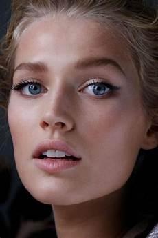 maquillage pour aux yeux bleus comment maquiller les yeux bleus cristina cordula