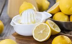 Gr 252 Nde Warum Wir T 228 Glich Zitronenwasser Trinken Sollten