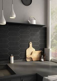 credence carrelage noir le carrelage noir entre dans la salle de bain et la cuisine cr 233 dence cuisine id 233 es dosseret