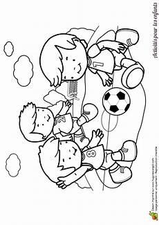 Coloriage D Enfants Jouant Au Foot