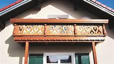 balkongeländer holz modern holzbalkone balkone aus holz traditionell bis modern