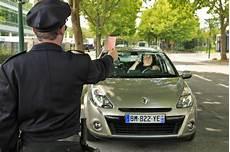 amende telephone au volant sans se faire arreter t 233 l 233 phone au volant ce qu il faut faire et ne pas faire photo 7 l argus