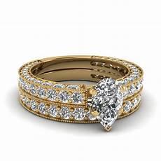 pear shaped diamond wedding ring in 14k yellow gold