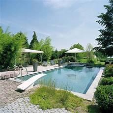 pool mit sprungbrett outdoor im garten schwimmbad bauen
