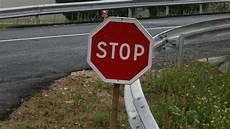panneau stop code de la route abandon des feux tricolores combien de panneaux 171 stop